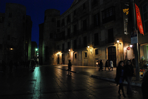 [Gothic quarter by night: image credit http://www.flickr.com/photos/thelucybrown/5419519846]