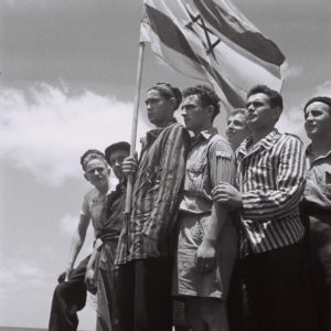 19450715_Buchenwald_survivors_arrive_in_Haifa