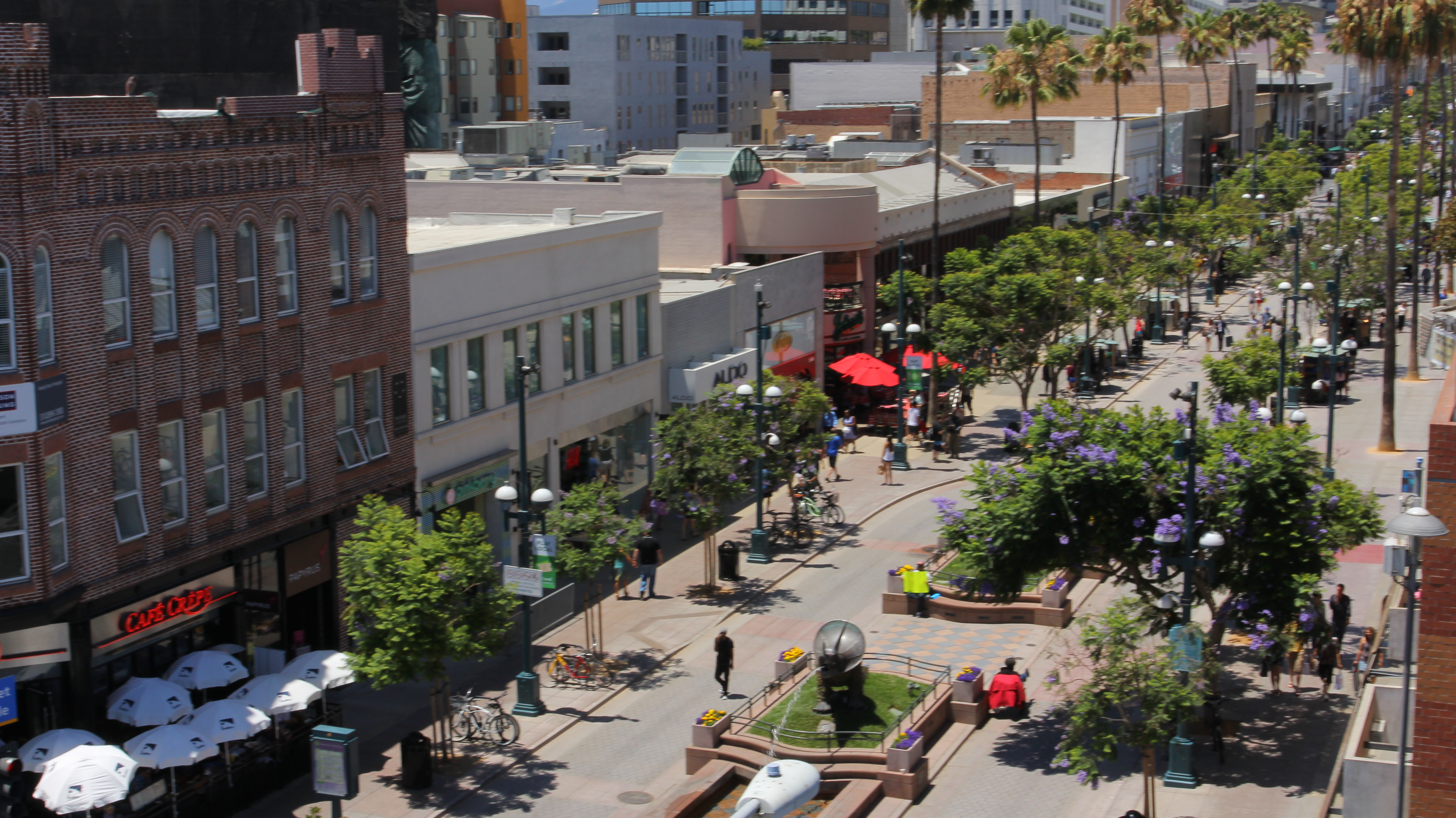 In the heart of downtown Santa Monica, just a few blocks from the beach, is Third Street Promenade—a premiere shopping and eating destination on the west side of Los Angeles. Simply referred to as