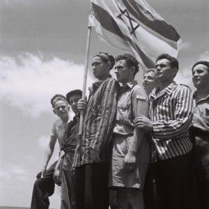 19450715_Buchenwald_survivors_arrive_in_Haifa